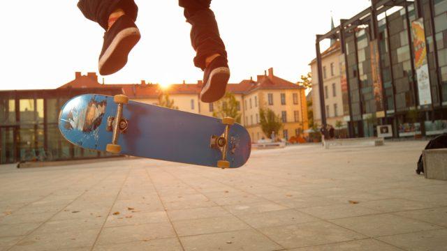 Twee toffe tricks met jouw elektrische skateboard